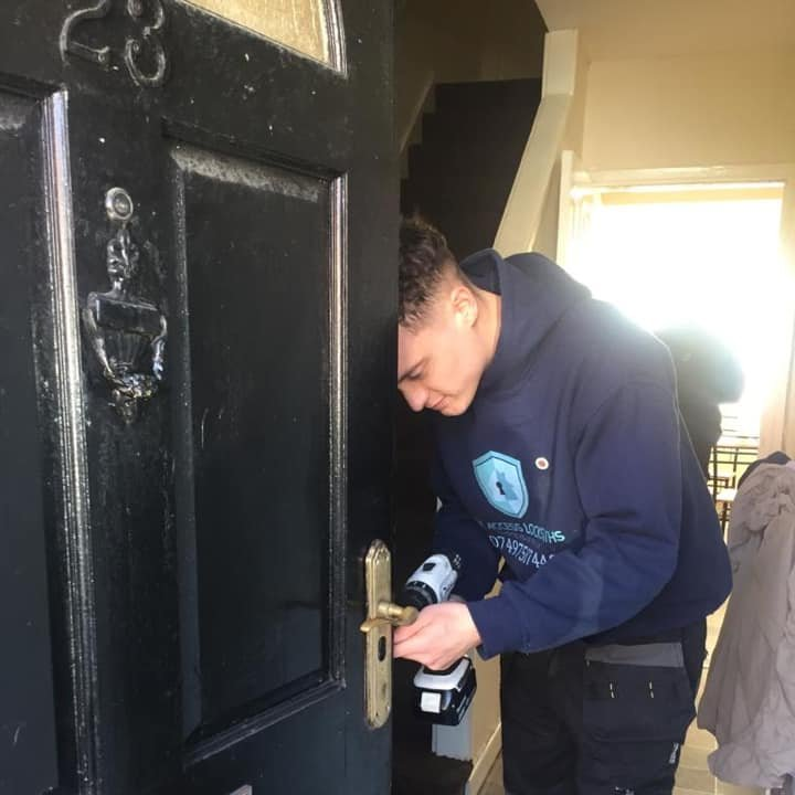 local locksmith manchester